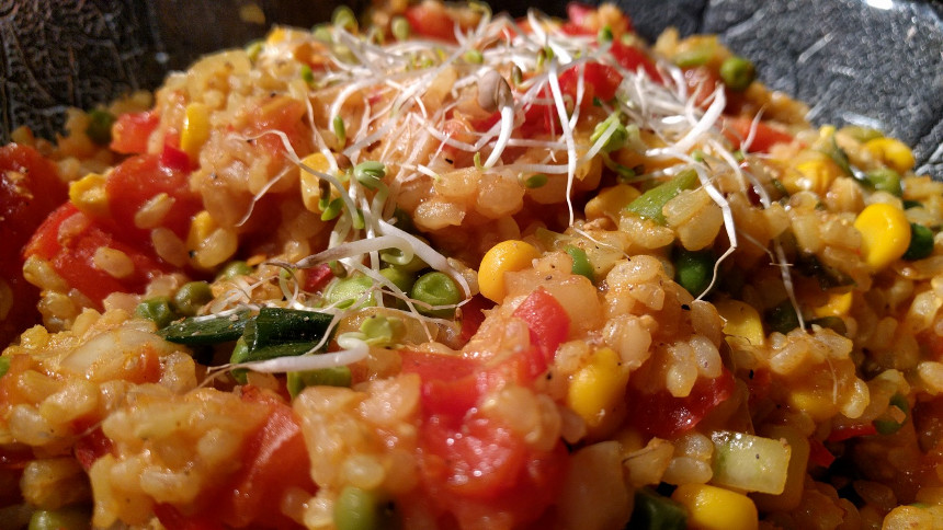 Curry Reis mit Mais und Erbsen